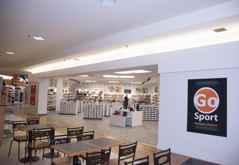 e2890f20330cbc Le nouveau magasin occupe l'ancienne superficie de Chaussures Pop. Quant à  ce magasin de chaussure, il a été relocalisé dans le local voisin (Photo:  Guy ...