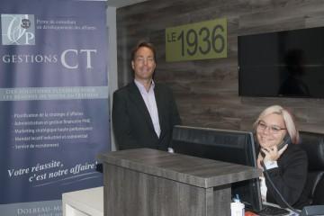 """Chantal Tremblay de Gestion CT, une firme de consultant en développement des affaires, ainsi que Jo'Anne Cyr, réceptionniste et adjointe administrative, assureront la location et la permanence pour """"Le 1936"""". (Photo Guy Bouchard)"""