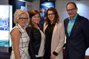 Sur la photo: Lisette Paré, Émilie et Marie-Soleil Gaudreault accompagnés de Carl-Éric Guertin. (Photo: Courtoisie)