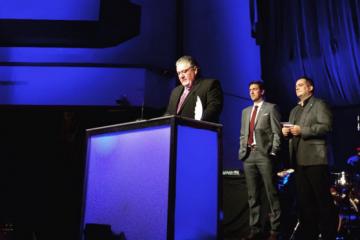 En fin de soirée Charles Deslauriers, Groupe LFL, a reçu le prix de la Personnalité masculine de 2015. (Photo: Instagram CCI-LSJE)