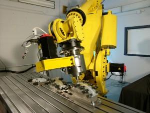 Voici le robot qui peut travailler durant plusieurs heures avec toujours le même niveau de précision. (Photo: CEE-UQAC)