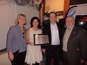 Les Serres Toundra: Sonia Boudreault, conseillère de la Ville, Caroline Fradet, Éric Dubé, Gilles Potvin, maire de la Ville.