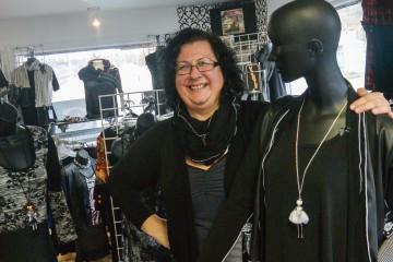 Louise Boivin est la propriétaire de Cstraight. Après Ginette Reno, serez-vous la prochaine personne à porter des vêtements produits exclusivement au Saguenay? (Photo: Jean-Luc Doumont)