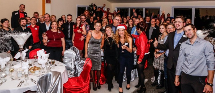 La photo de groupe de la soirée des Fêtes du Groupe Sommet. (Photo: Courtoisie)