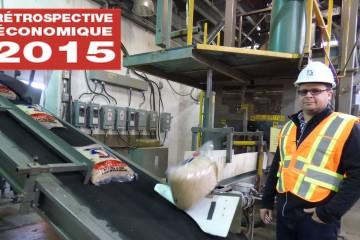 Ken St-Gelais a calculé que l'usine produit 360 tonnes de granules par jour. «Cela donne 18 000 sacs par 24 heures, c'est donc 5,5 millions de sacs qui sont tous vendus chaque année. (Photo: Chantale Potvin)