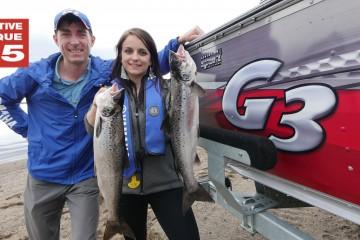 Sur la photo, Martin Girard arrive de la pêche avec Karianne Potvin-Roy, une cliente qui a eu la chance de capturer les deux premières ouananiches de sa vie. (Photo: Courtoisie)