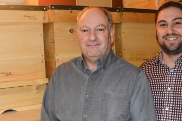 Gaétan Côté et Mathieu Chiasson sont apiculteurs et copropriétaires de l'entreprise Pommes & Cactus à Saguenay. (Photo: Jean-Luc Doumont)