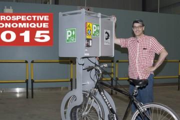 Louis Fournier pose devant le VéloVoute. L'inventeur assure que le produit a un potentiel très large d'applications. (Photo: Guy Bouchard)