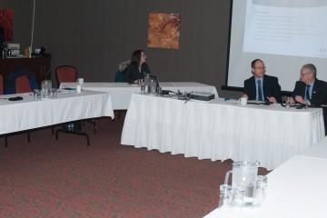 À la table principale, Frédéric Lebrun, directeur de projets à la CCS animait cette rencontre en compagnie de Guy Bouchard, administrateur de la CCS et président et éditeur d'Informe Affaires, qui officiait en tant que président de la rencontre. (Photo: Jean-Luc Doumont)