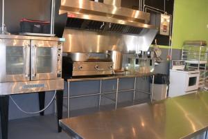 Nous retrouvons ici la cuisine dans laquelle les menus seront préparés. (Photo: Jean-Luc Doumont)