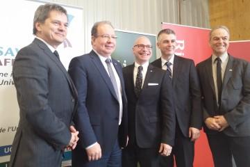 Voici les partenaires présents à la conférence de presse pour le lancement de Savoir Affaires Saguenay-Lac-Saint-Jean. (Photo: Gracieuseté)