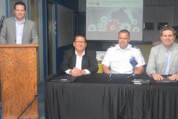 De gauche à droite: Benoit Rochefort, directeur général de l'Association des Parcs Industriels de Jonquière; Claude Hubert, Groupe Transcol; Denis Turcotte, capitaine de surveillance du territoire à Saguenay et Carl Dufour, conseiller municipal du district numéro 6. (Photo : Jean-Luc Doumont)