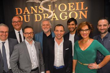 Les Dragons, accompagnés (de gauche à droite) par Marc Bergeron, vice-président du Groupe redressement et insolvabilité. Emilio B. Imbriglio, président et chef de la direction, et Alain Lacasse, associé en certification. (Photo : Courtoisie RCGT-Radio-Canada).