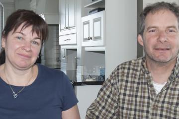Lynda Laroche et Louis Laroche, rencontrés à leur résidence de Saint-Félicien, sont à la tête de la Ferme Laroche et frère. (Photo Guy Bouchard)