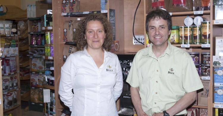 Denis Gilbert et Émilie Boivin, respectivement propriétaire et directrice générale l'épicerie Bizz de Chicoutimi. Il ne fait aucun doute pour ces deux passionnés que le CARTV voulait faire un exemple avec BIZZ. (Photo: Guy Bouchard)