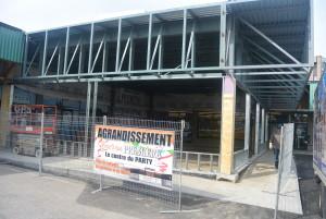 À la boutique située sur le boulevard Talbot des travaux ont lieu pour l'agrandissement du magasin. (Photo: Jean-Luc Doumont)