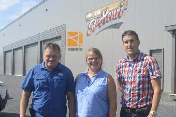 De gauche à droite: Laval Fortin, propriétaire; Sylvie Jean, contrôleure et Steve Lefebvre, directeur administratif et responsable de la succursale de Saguenay. (Photo : Jean-Luc Doumont)