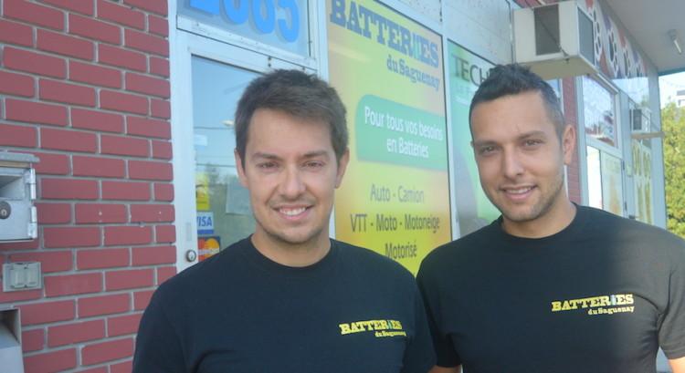 De gauche à droite : Tommy Pageau et Jean-François Caron, copropriétaires de Batteries du Saguenay.  Photo : Jean-Luc Doumont