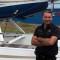 Carl Duguay, PDG de Produits Aviatech R.C., devant un Super Cyclone. (Photo Courtoisie)