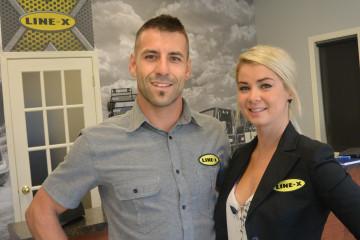Jimmy Bouchard et Sarah Thériault, copropriétaires de l'entreprise Enduits S.J. (Photo : Jean-Luc Doumont)