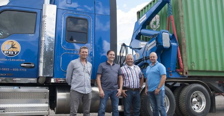 Les représentants de l'entreprise suédoise Hammar (à l'extrémité gauche et droite) ont rencontré à Saguenay Pierre Bérubé et Pierre Tremblay au centre de la photo. (Photo : Guy Bouchard)