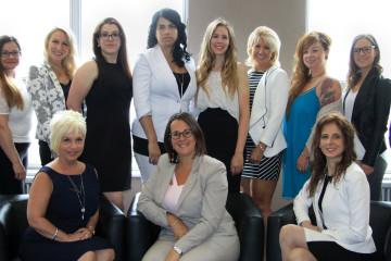 Voici la composition du nouveau C.A. : La présidente au centre, Audrey Tremblay (RBC Banque Royale), entourée de la 1re vice-présidente, Lynda Tremblay (l'Imprimeur) et à gauche la 2e vice-présidente, Brenda Gagnon (Unyk Création). De gauche à droite : Marie-Josée Boily (coach professionnel), Catherine Boulay (Agence 4B), Ann-Julie (Deloitte), Valérie Bélanger (coordonnatrice), Véronique Gauthier (Gestion Véronique Gauthier), Frédérique Simard (Imagi Affichage), Ex-Officio, Lilianne Savard (Groupe POG), Véronique Cloutier (DKO Design), Marianne Tardif (Mallette) et Nancy Dufour (Arbone). (Photo : Courtoisie Billy Dragone)
