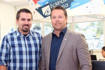 De gauche à droite: jean-François Tremblay, PDG d'Éckinox Média et Stéphane Lefebvre, PDG d'Autocar Jeannois. (Photo : Courtoisie)