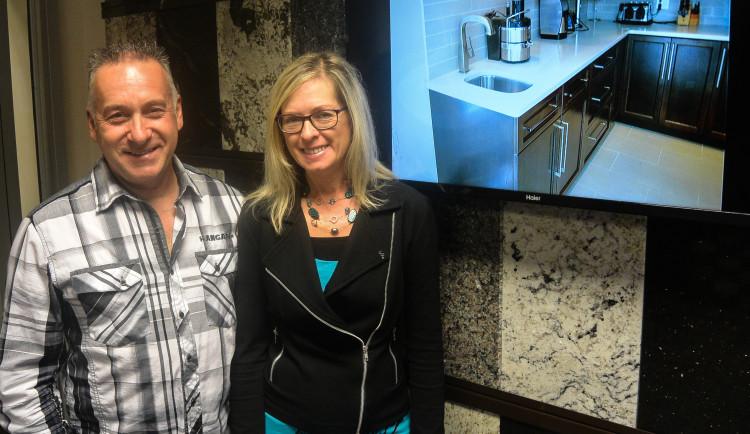 De gauche à droite: Robin Boudreault et Michèle Dubé, copropriétaires de Granit RB Design. (Photo : Jean-Luc Doumont)