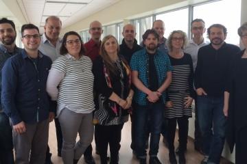 Participants à la cohorte #1 2015-2016. De gauche à droite sur la photo : Marc-André Goderre (CGQ), Romain Cunat (Innovation 02), Michel Landry (Formateur - L Tech solution), Mireille Simard (Dévicom), André Gagnon (Groupe génitique), France Lavoie (Dévicom), Dominique Genest (Chocolaterie des pères Trappistes), Sébastien Gagnon (Manesco), Philippe Dubuc (Fonderie Saguenay), Claircy Proulx (STI Maintenance), Guy Boudreault (STI Maintenance), Bruno Gauthier (Devinci), et Lucie Lagacé (coach). Absents sur la photo : Jérôme St-Pierre et Marc-André Allard (Sotrem-Maltech), André Lacasse et Nadine Gagnon (Réfraco). (Photo : Courtoisie Innovation 02)
