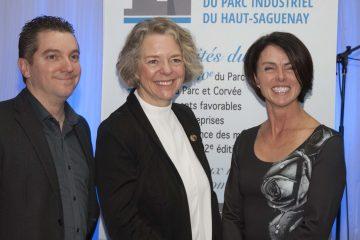 Dans l'ordre habituel: Le président de l'AEPIHS Alexandre Harvey, la députée Mireille Jean et la directrice générale par intérim de l'organisme, Nathalie Simard. (Photo Guy Bouchard)