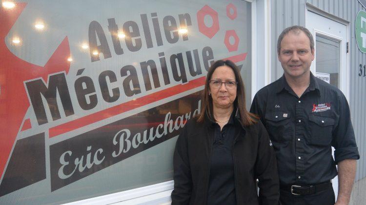 De gauche à droite: Sylvie Perron et Éric Bouchard, copropriétaires de l'entreprise Atelier Mécanique Éric Bouchard. (Photo: Jean-Luc Doumont)