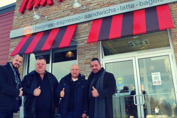 De gauche à droite : Jeffrey Chenard, vice-président au développement de Les Immeubles Pascal Pilote; Marc Verreault, ancien propriétaire; Richard Bédard, ancien propriétaire et  Pascal Pilote président, Les Immeubles Pascal Pilote. Photo : Courtoisie
