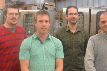 De gauche à droite: Charles Lavoie, chargé de projets ; Raphaël Fournier, directeur d'Élexco ; Nicolas Côté, président de Prowatt et Martin Gravel, directeur de construction. (Photo: Jean-Luc Doumont)