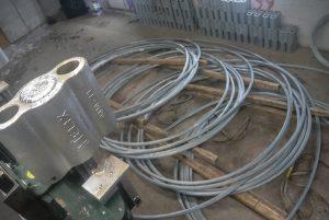 Après plusieurs minutes de travail, le hauban est prêt à être expédié sur l'un des chantiers d'Hydro-Québec. (Photo: Jean-Luc Doumont)