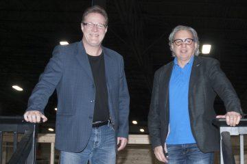 De gauche à droite: Tory Weber, président de SigmaDek et Christian Fillion, directeur de l'usine baieriveraine. (Archives Informe Affaires - Guy Bouchard)