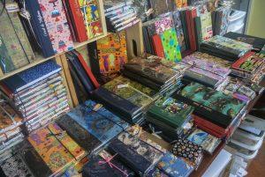 Voici un petit éventail des nombreux produits qu'elle fabrique au sein de son atelier de Saguenay. (Photo: Jean-Luc Doumont)