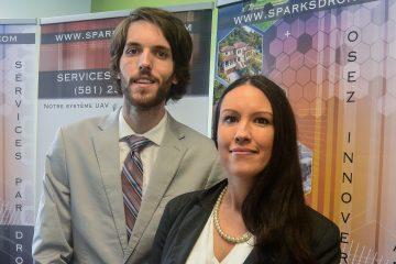 De gauche à droite: Jonathan Robichaud et Lauriane Lachapelle, copropriétaires de Sparks Drone. (Photo: Jean-Luc Doumont)