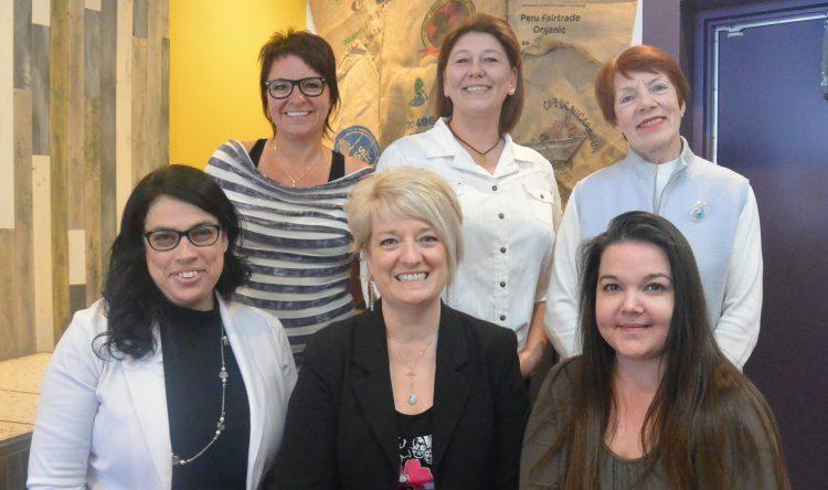 En haut de gauche à droite: Janique Thivierge (secrétariat et bureautique); Nancy Lapointe (associée au Groupe Inteli et comptabilité) et Norma Morin (français). En bas de gauche à droite: Véronique Gauthier (comptabilité); Karine Cloutier (PDG Groupe Inteli) et Chantale Villeneuve (secrétariat et bureautique). (Photo: Jean-Luc Doumont)