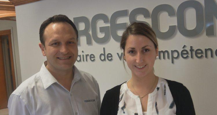 De gauche à droite: Frédéric Morin, conseiller chez Forgescom et Joannie Deschênes, formatrice du programme. «Référencement Web». (Photo: Jean-Luc Doumont)