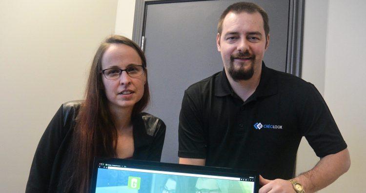 De gauche à droite : Christine Coulombe, programmeuse et Sébastien Girard, vice-président, Créologik. Photo : Jean-Luc Doumont