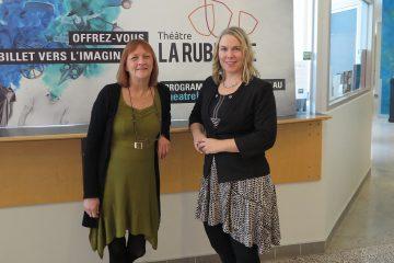 De gauche à droite, Lyne L'Italien, directrice générale du Théâtre La Rubrique et Vickie Bouchard, adjointe aux communications et au marketing de l'Orchestre symphonique du Saguenay—Lac-Saint-Jean. Elles sont toutes deux membres du conseil d'administration de l'organisme CULTE C. (photo courtoisie)