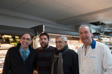 De gauche à droite, Alain Simard, copropriétaire; Jean-Daniel Simard, gérant;, Benoit Simard, ancien propriétaire et Marc Simard, copropriétaire. (Photo Guillaume St-Pierre)