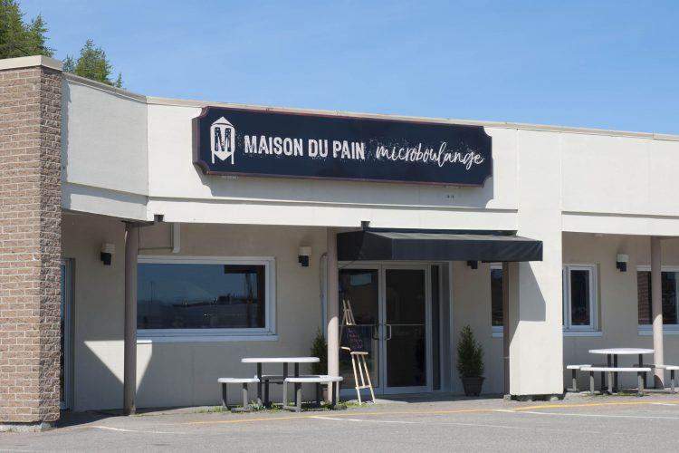 Le nouveau décor de la Maison du Pain sera inauguré demain, alors que 200 pains à la bière seront offerts gratuitement aux clients. (Photo : Guy Bouchard)