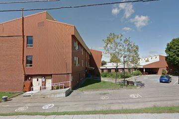 Les revêtements intérieurs et extérieurs seront remplacés. Le CLSC de la localité occupera l'endroit en 2018. (Photo : Google Street view)