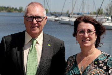 M. Serge Desgagné, directeur général et Mme Chrystine Fortin, présidente de la SADC, qui célèbre son 30e anniversaire cette année. (Photo : courtoisie)