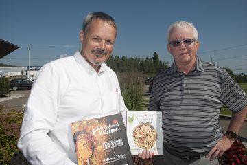 Sylvain Perron et Pierre Cardinal sont actionnaires des Éditions Klorofil, l'entreprise promotrice de « Patrimoine culinaire du Canada – Tome 1. (Photo : Jonathan Thibeault)