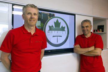 Fabien Paget et Dominique Kolesnikoff sont les deux promoteurs de Metrics Environnement, une jeune entreprise spécialisée dans les relevés 3D par balayage. M. Kolesnikoff était de passage dans la région il y a quelques semaines. (Photo : Jonathan Thibeault)