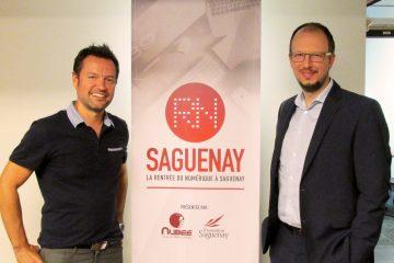 De gauche à droite : Sylvain Gauthier, conseiller numérique chez Nubee et Patrick Bérubé, directeur du développement commercial et services chez Promotion Saguenay. (Photo: Maxime Tremblay)